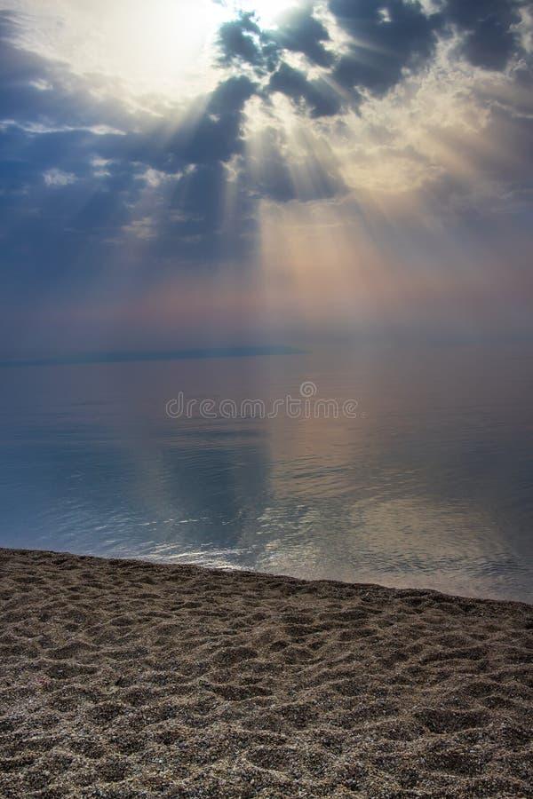 Sun strahlt Gottstrahlen des Lichtes stockfotografie