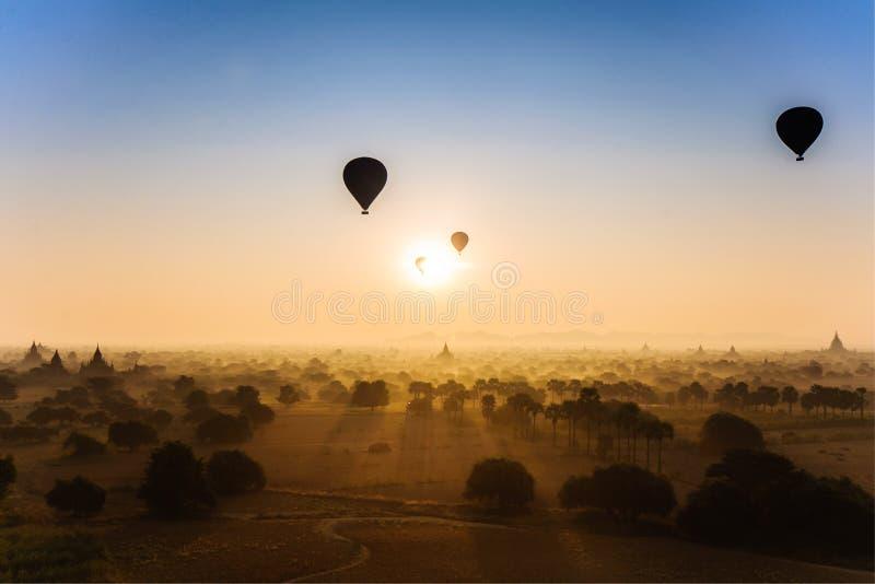 Sun sube en Bagan, Myanmar foto de archivo libre de regalías
