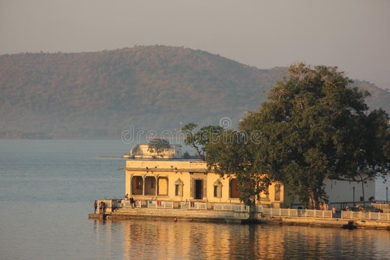Sun sube en el Ghats de Udaipur imágenes de archivo libres de regalías