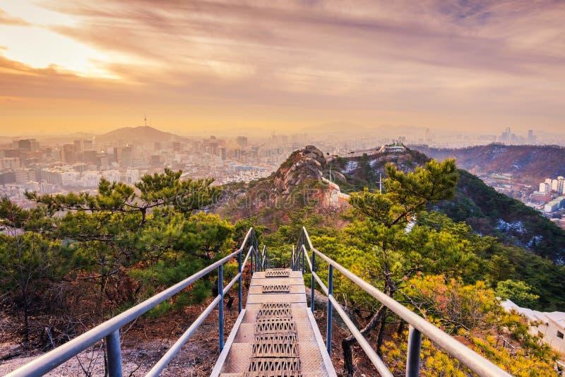 Sun sube encima de la ciudad de Seul, Corea del Sur fotografía de archivo libre de regalías