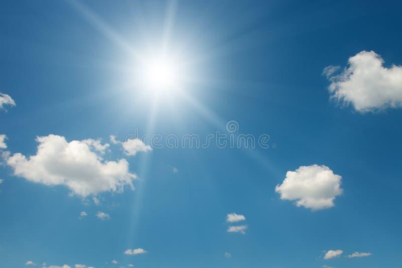 Sun sul bello cielo fotografia stock libera da diritti