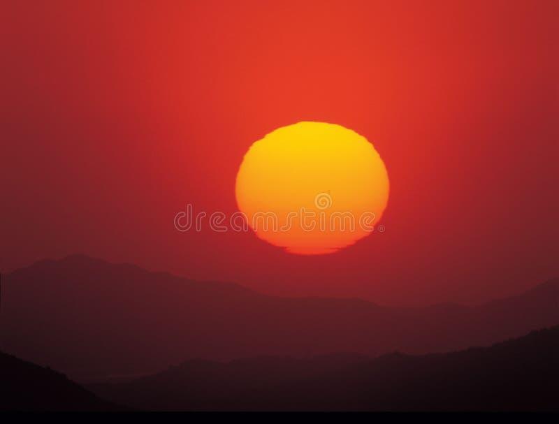Sun sur la montagne photographie stock libre de droits