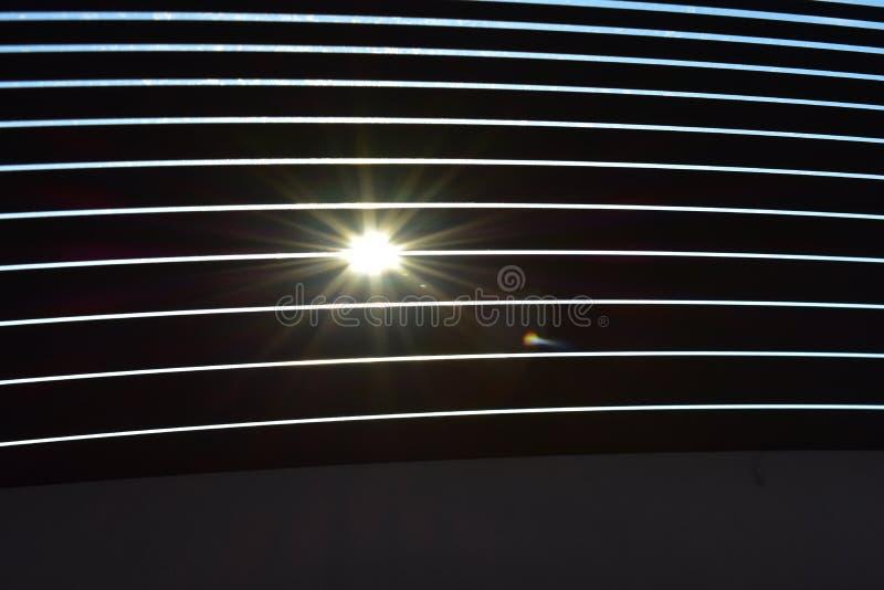 Sun a través de las ventanillas del coche foto de archivo libre de regalías