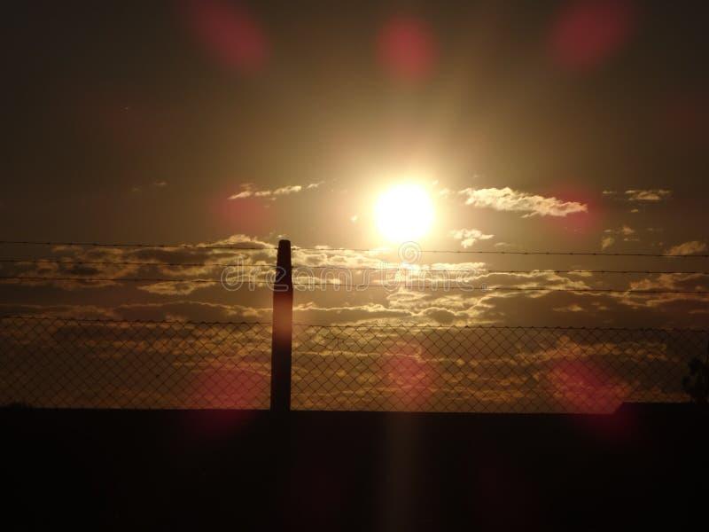 Sun und Verdrahtung stockfoto