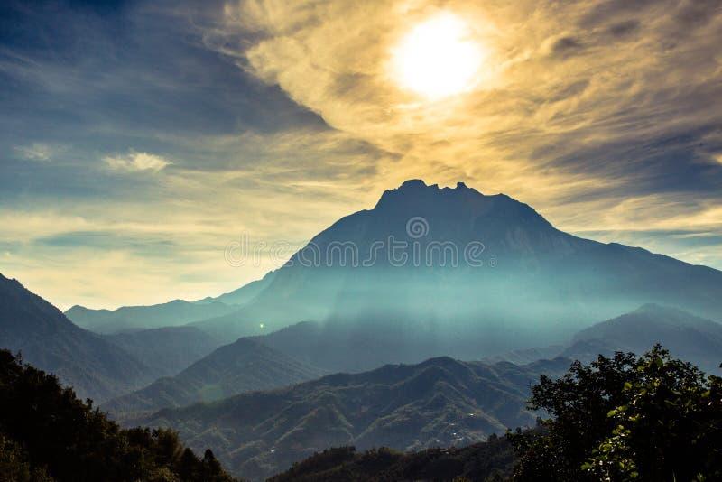 Sun und Wolke auf den Kinabalu, Sabah, Borneo stockfotos