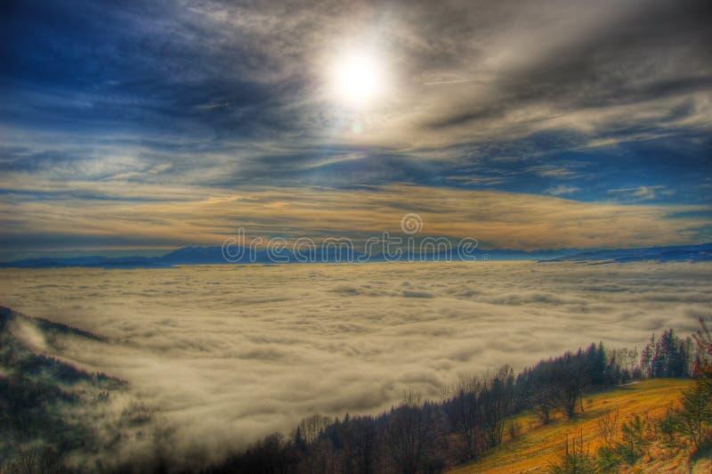 Sun und Wolken lizenzfreies stockfoto