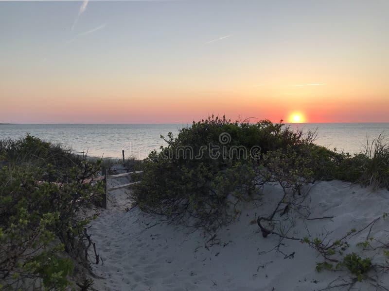 Sun vai para baixo na praia do patim, Orleans, miliampère imagens de stock royalty free