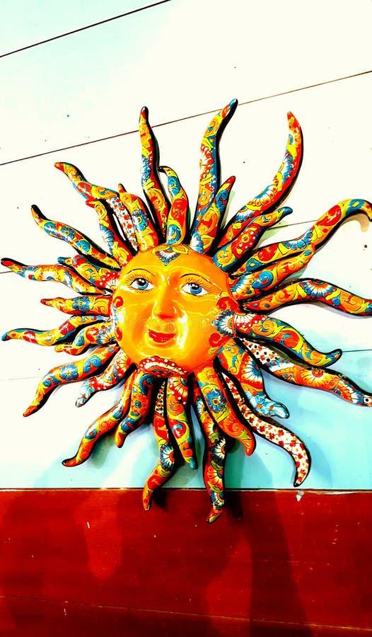Sun vibrante y colorido hace frente imagenes de archivo