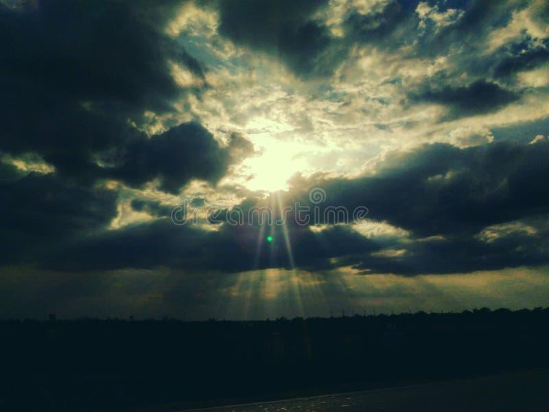 Sun y escondite de la nube imagen de archivo libre de regalías