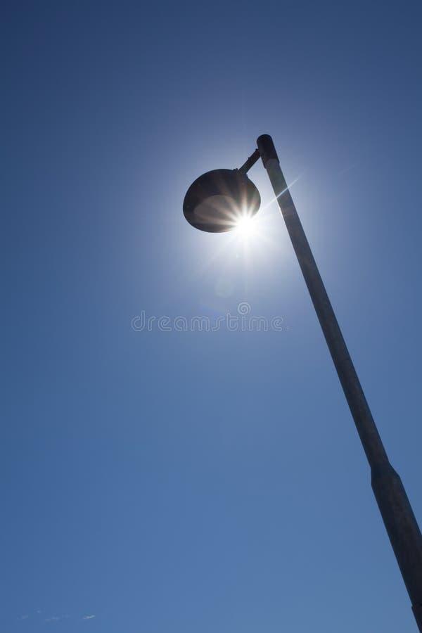 Sun y luz de calle imagen de archivo libre de regalías