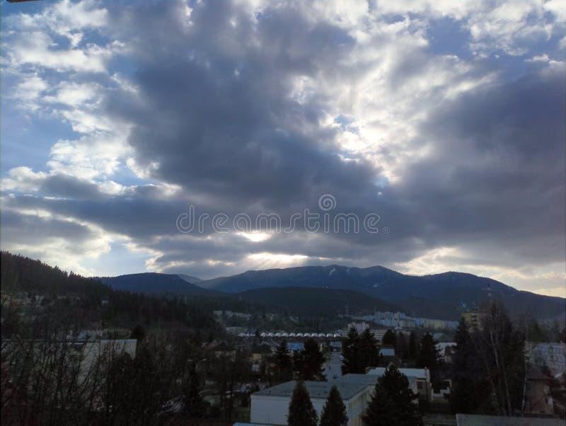 Sun y nubes imágenes de archivo libres de regalías