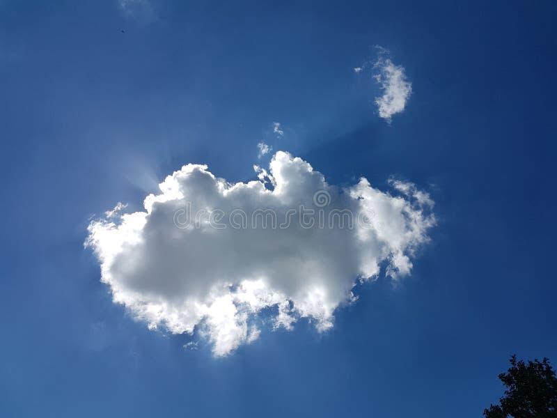 Sun za chmurą zdjęcia stock