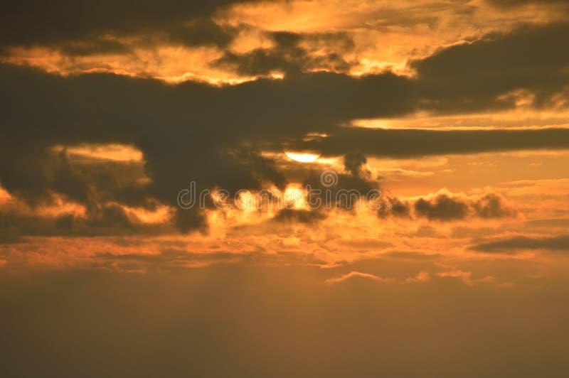 Sun za chmurą fotografia royalty free