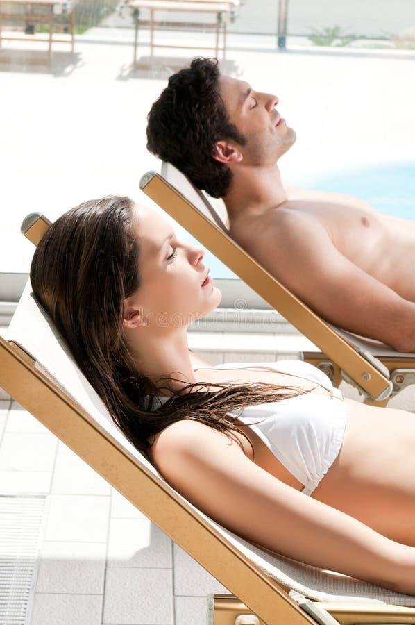 Sunbath do verão foto de stock