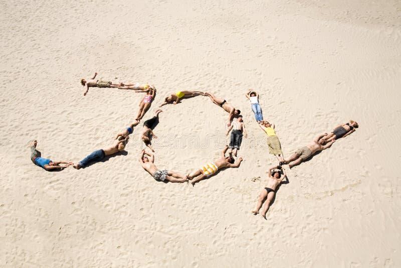 sunbathers allegri immagini stock