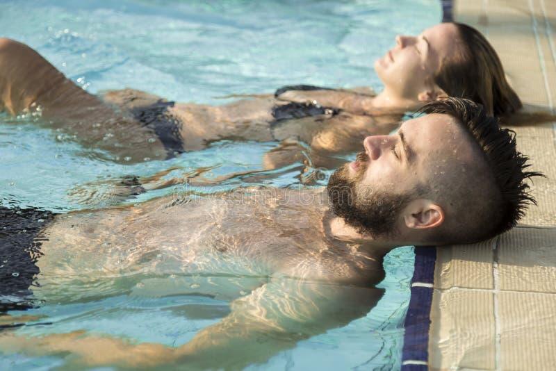 sunbathing images libres de droits