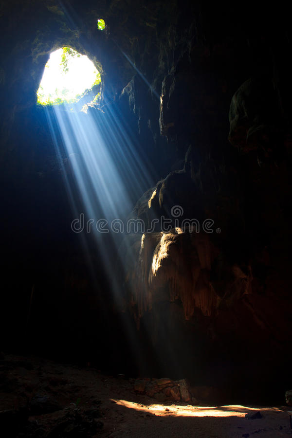 Download Sunbeam Into The Cave Royalty Free Stock Images - Image: 33650319