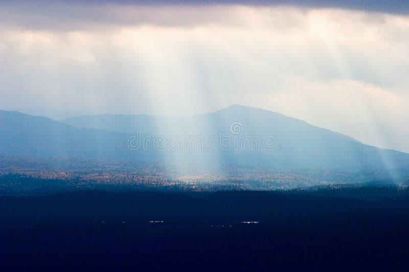 Sunbeam nel paesaggio fotografie stock libere da diritti