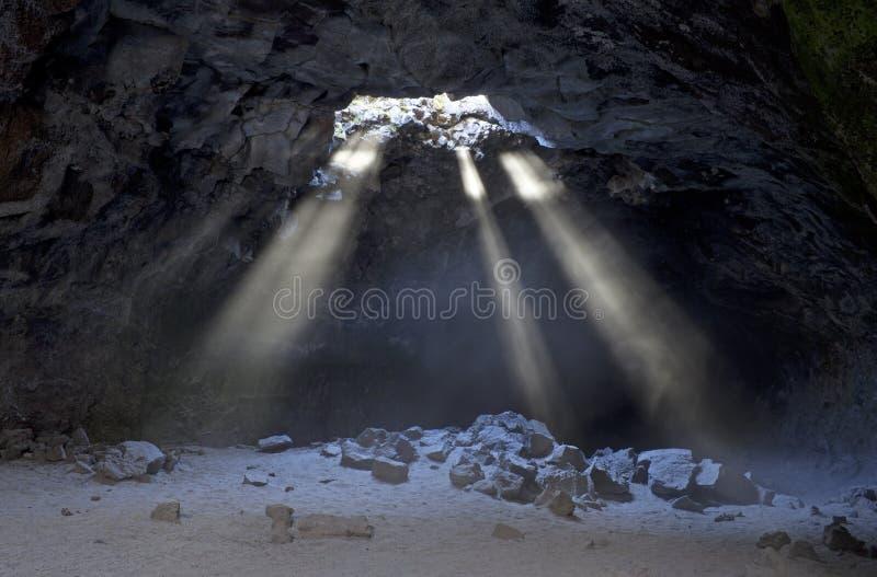Sunbeams Od Skylight W jamie zdjęcia royalty free