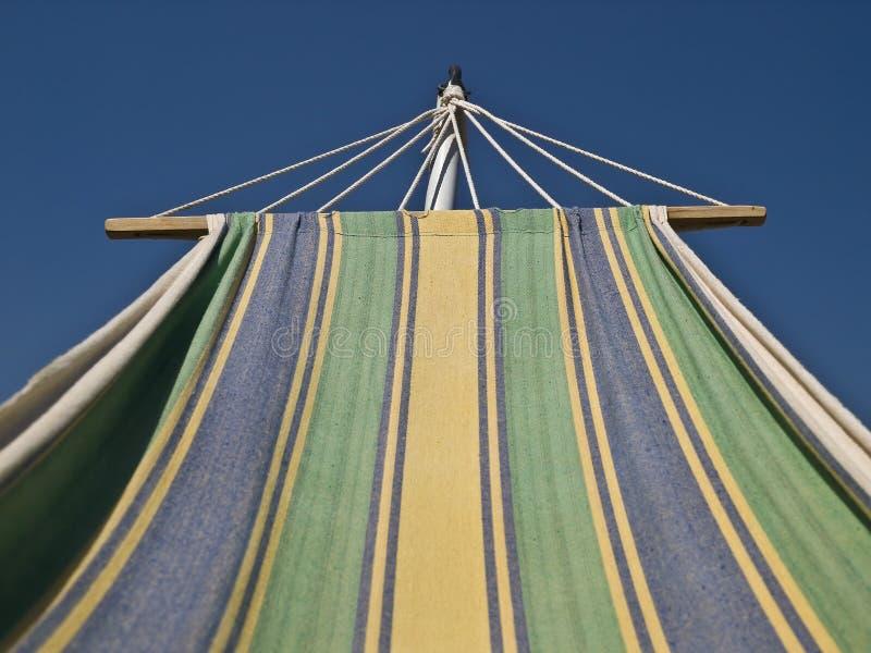 Sunbed e céu azul fotos de stock
