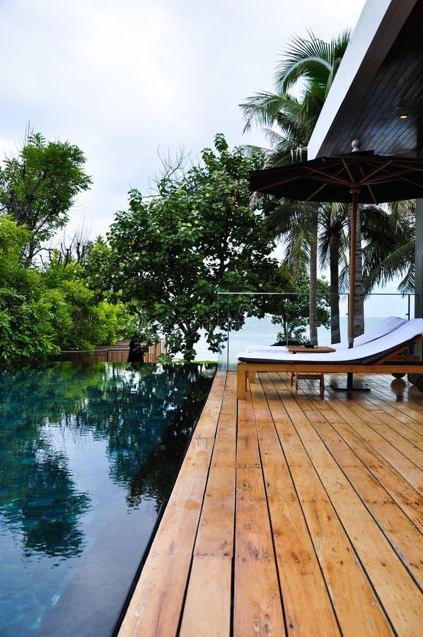 Sunbeds luxuosos foto de stock royalty free