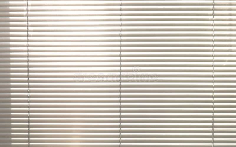 Sunblinds metálicos cinzentos do jalusie da janela fotografia de stock royalty free