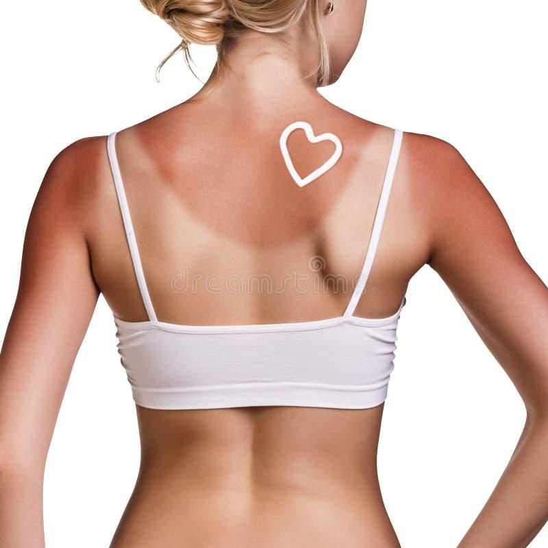 Sunblock на женском плече стоковая фотография
