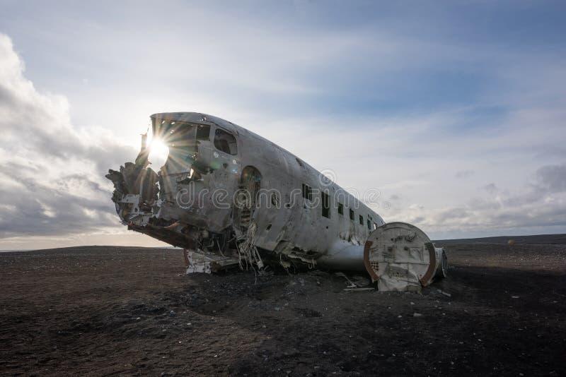 Sunburst através da destruição plana da C.C. 3 em Islândia imagem de stock