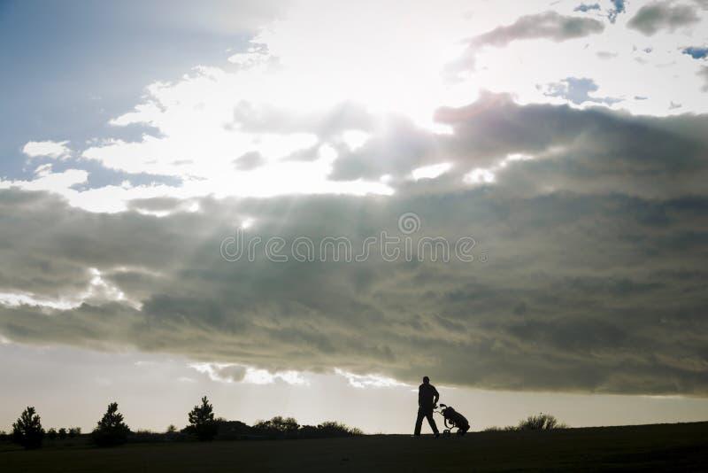 Sunburst och golfare royaltyfria bilder