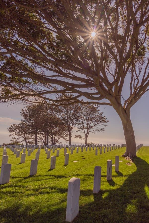 Sunburst przy fortu Rosecrans Krajowym cmentarzem zdjęcia stock