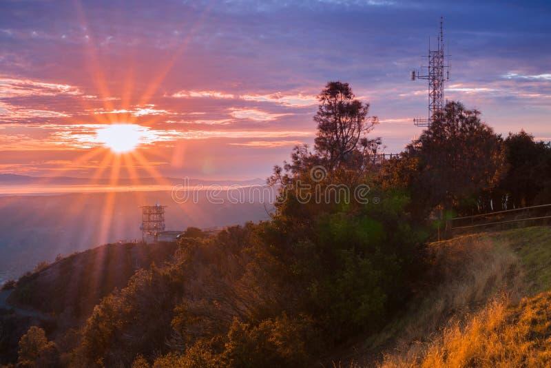Sunburst sobre San Francisco Bay como visto da cimeira do Mt Diablo fotografia de stock royalty free
