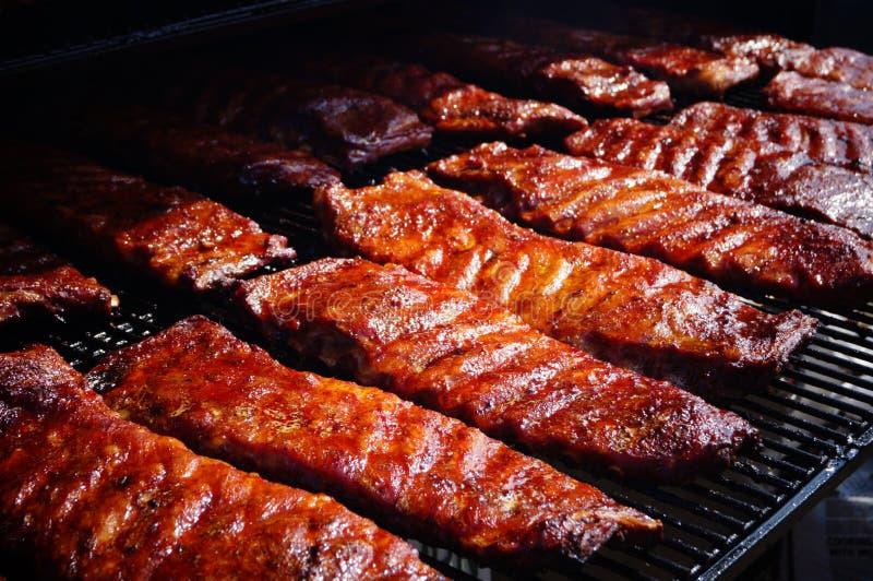 Suncoast BBQ打击-事件食物肋骨BBQ平板  图库摄影