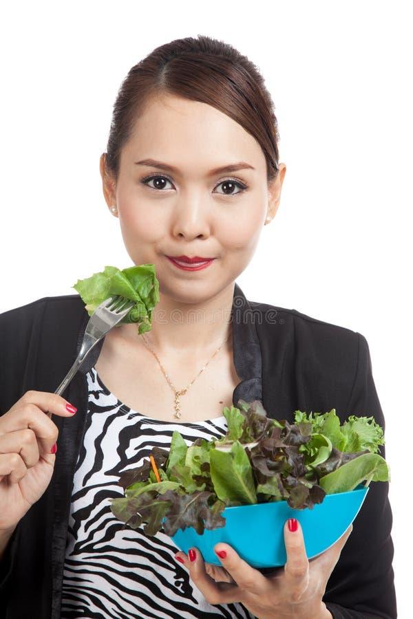 Sund asiatisk affärskvinna med sallad fotografering för bildbyråer