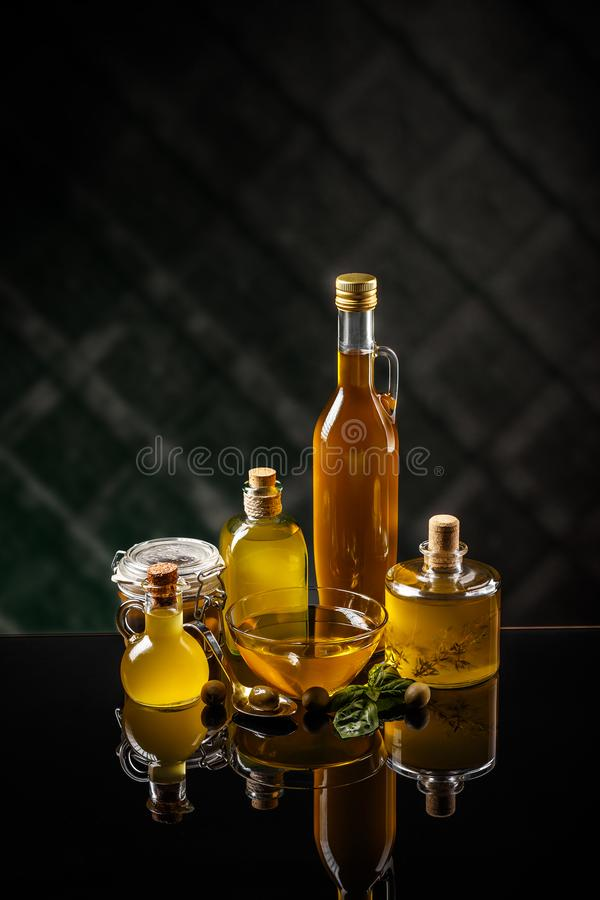 Sund extra jungfrulig olivolja royaltyfri fotografi