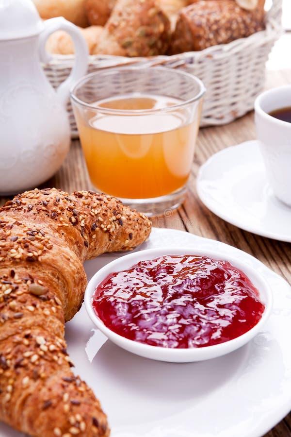 Sund fransk frukostkaffegiffel royaltyfria foton
