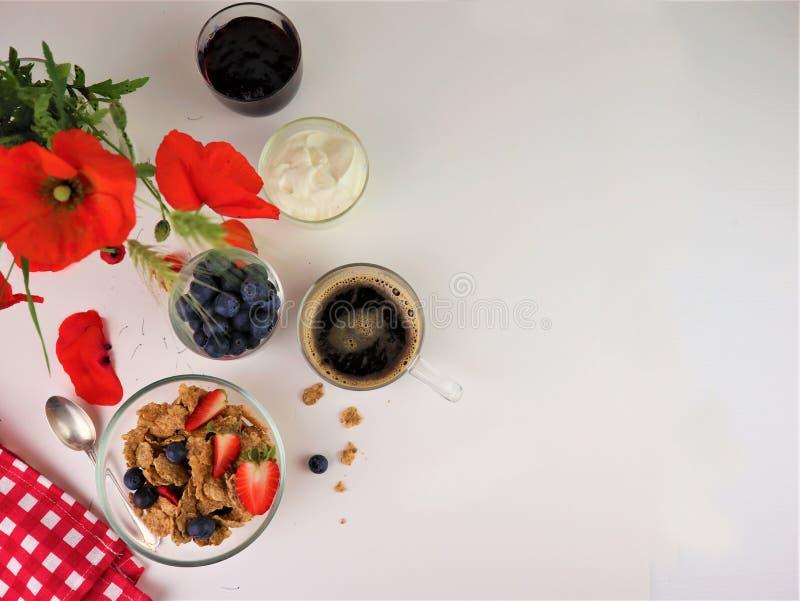 Sund frukost med b?sta sikt f?r textutrymme arkivbilder