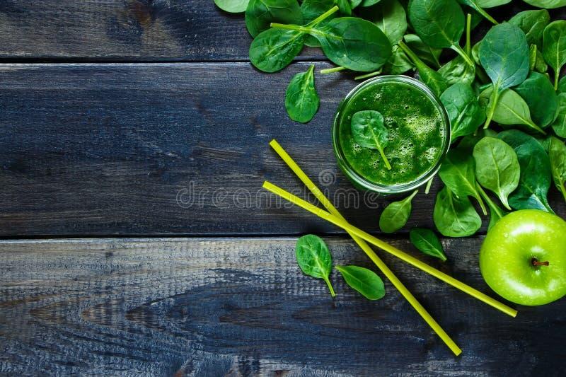 Sund grön smoothie fotografering för bildbyråer