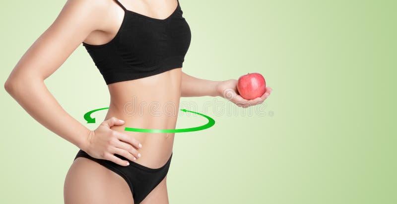 sund kvinna med en röda Apple royaltyfri bild