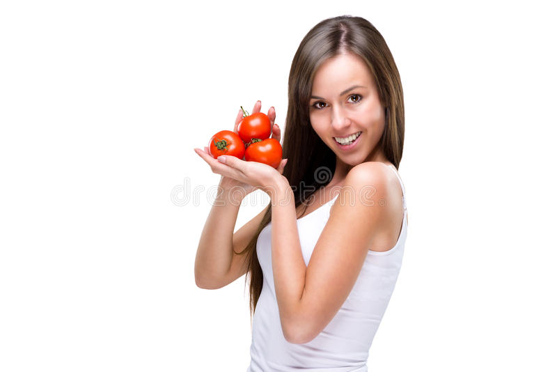 Sund livsstil! Nätt kvinna som rymmer en tomat arkivfoto