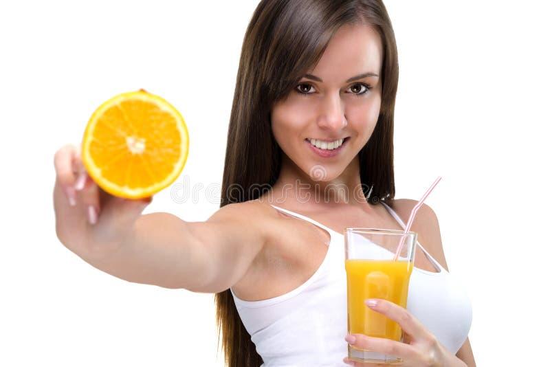 Sund livsstil! Orange fruktsaft för drink som är full av vitaminer royaltyfri bild