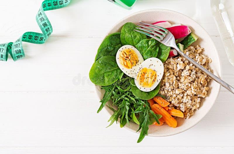 Sund mat för begrepp och sportlivsstil äta lunch vegetarian Riktig näring för sund frukost Top beskådar Lekmanna- lägenhet arkivbilder