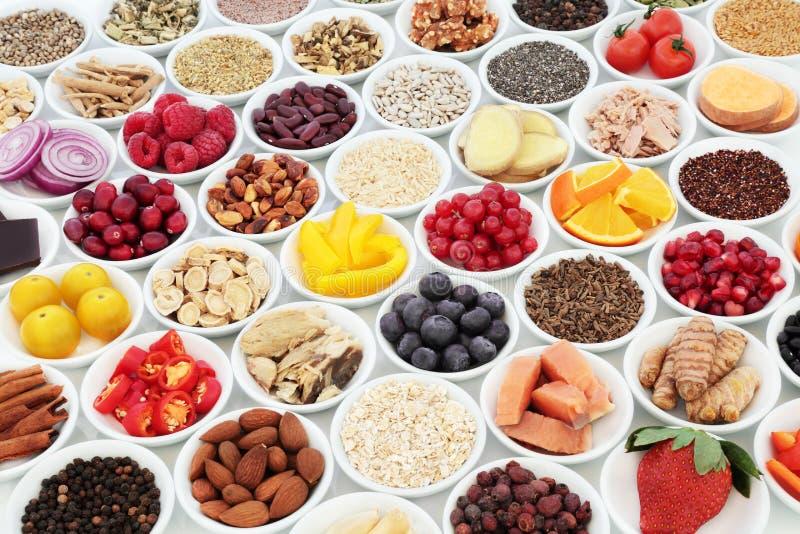 Sund mat för bra hjärtahälsa royaltyfria foton