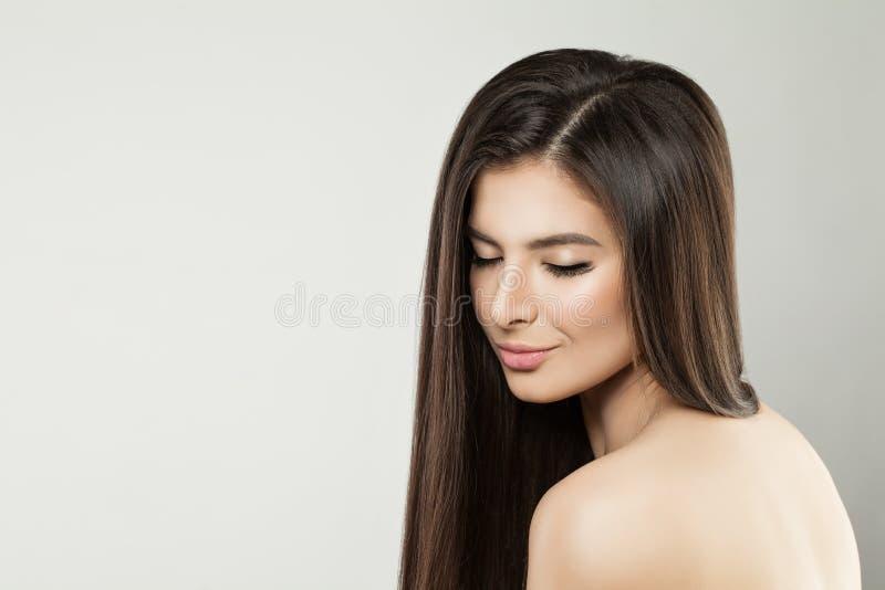 Sund modell Woman med långt hår arkivbilder