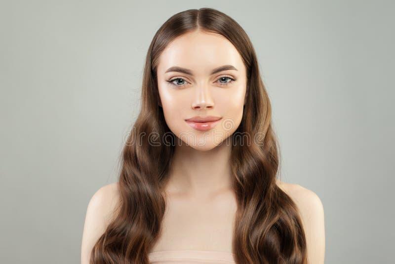 Sund modellkvinna med klar hud och perfekt hår Spa sk?nhetst?ende arkivfoto