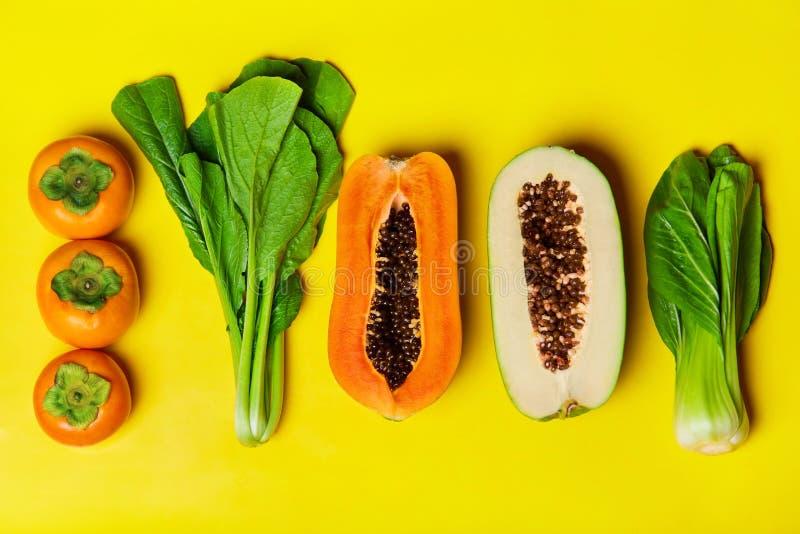 sund näringvegetarian Rå organiska frukter, grönsakBac arkivfoto
