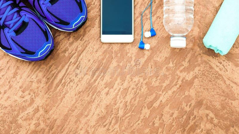 Sund och aktiv livsstilbegrepp för kondition, sportskor, bot arkivbild