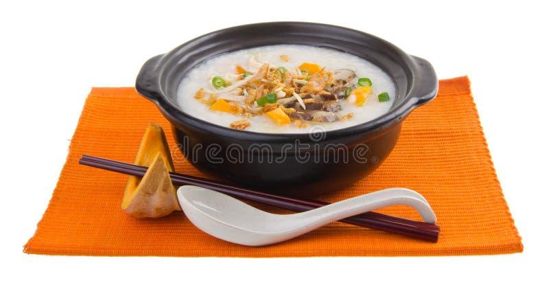 Sund porridge som lagas mat med sötpotatisen arkivbild