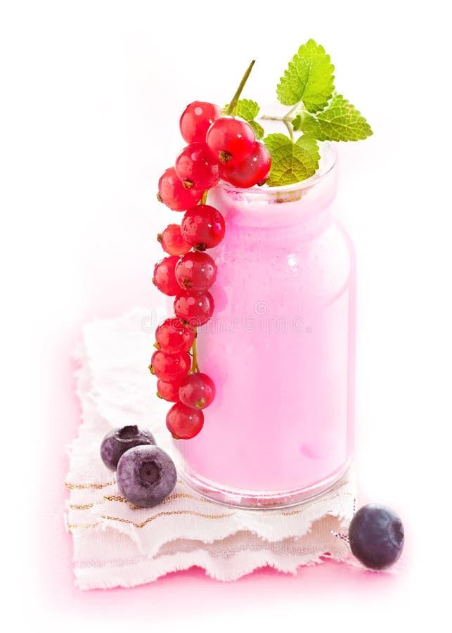 sund smoothie för bär arkivfoton