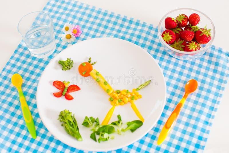 Sund vegetarisk lunch för ungar arkivbilder