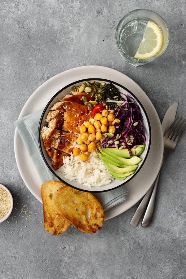 Sunda kikärtar för ris för bunke för Buddha för matplattamatskål blir rädd bästa sikt för bröstägggrönsaker arkivbilder